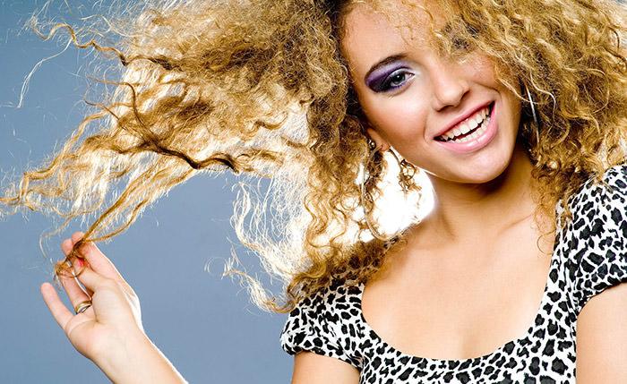 Полезные советы по уходу за кудрявыми волосами
