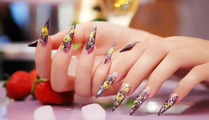 Эффектная роспись ногтей гелевыми ручками